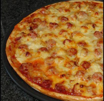 Pizza aux merguez, chipos et poivrons
