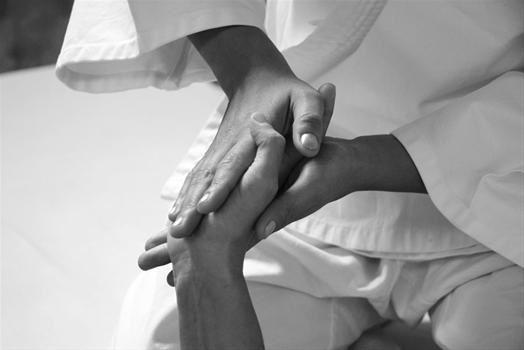 Atelier découverte le 28 novembre 2015:                      massage harmonisant à l'huile des mains