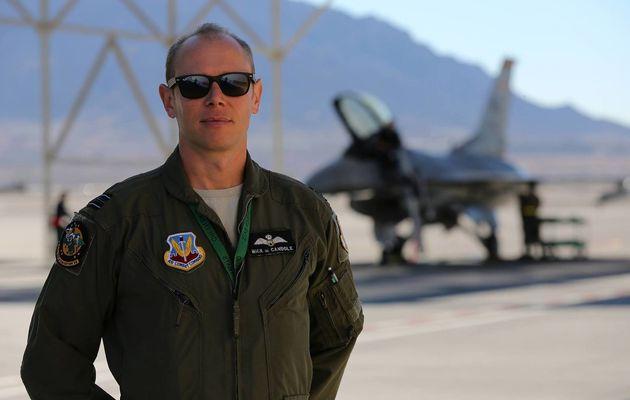 Un pilote de chasse britannique en échange au sein d'un escadron de F-16 de l'USAF