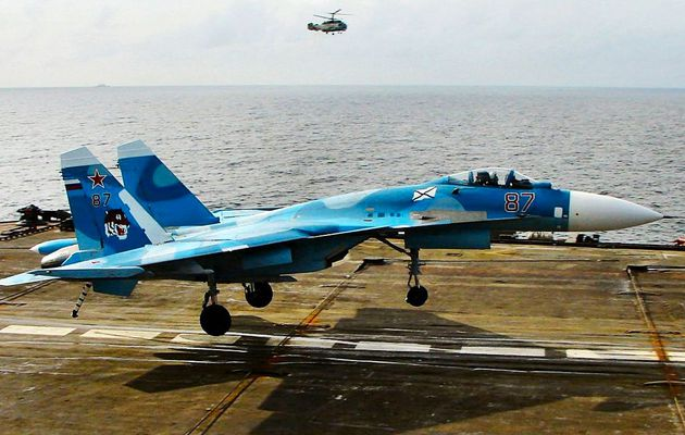 Un Su-33KUB Flanker-D de la Marine Russe s'abîme en mer lors de son appontage