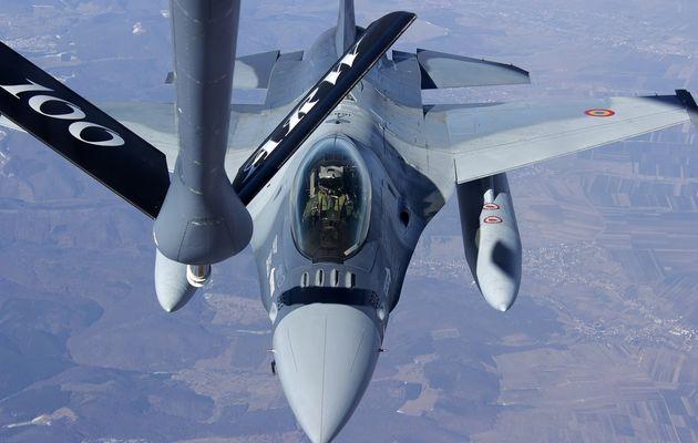Premiers ravitaillements en vol pour les F-16A/B de la Force Aérienne Roumaine