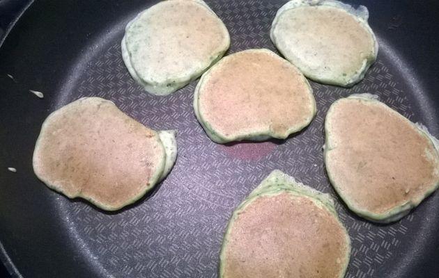 Pancakes aux pousses d'épinard et ricotta
