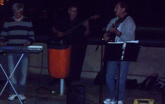 Cantores en estudios interpretan sus melodias