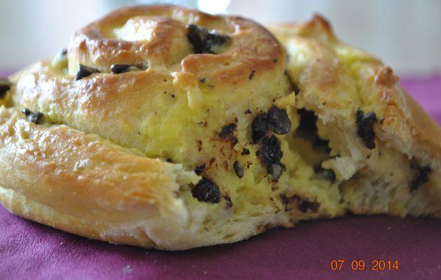 Escargots briochés à la crème pâtissière et pépites de chocolat
