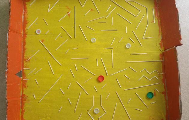 Le parcours d'une bille dans un labyrinthe géant