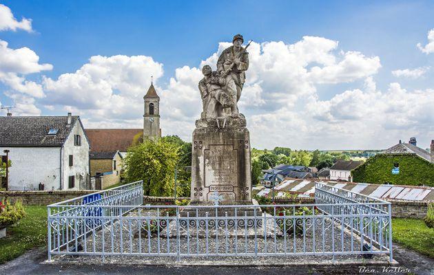 Herpy-l'Arlésienne : Monument aux Morts et Mémorial en Hommage aux Marsouins