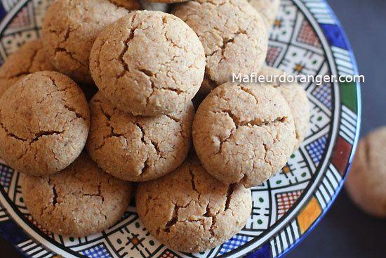 Petits gâteaux bien fondants aux cacahuètes et sésame