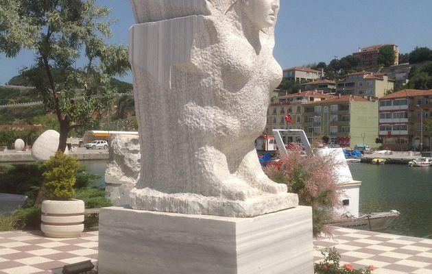 Statues de marbre du village des Palais : Palatia