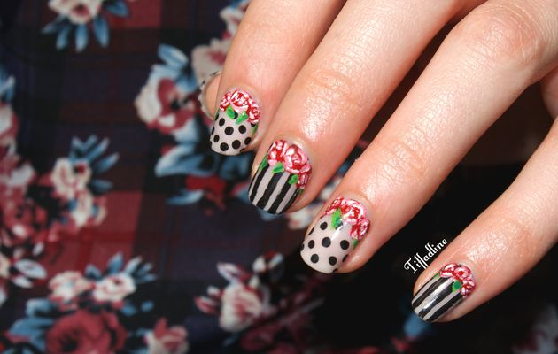 Nail art roses rayures et poids
