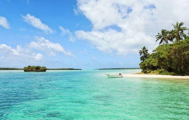 L'île aux esclaves face à Vendredi ou les limbes du pacifique (Marivaux/Tournier)