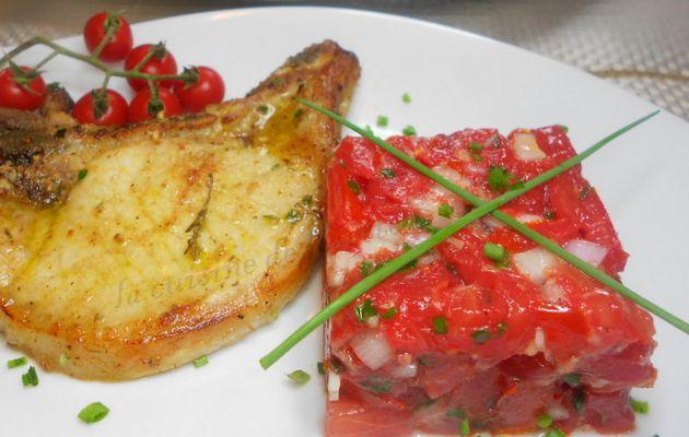 côte de porc grillée aux épices et rougail de tomates