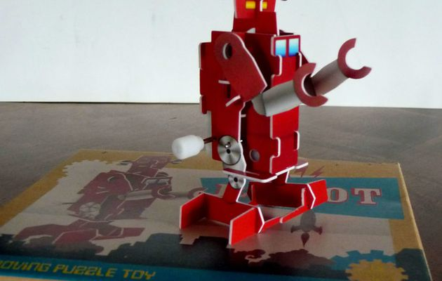 WIND UPS ROBOT - TOYS
