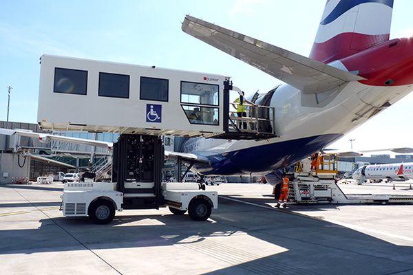 Passagers à mobilité réduite Help facilite l'embarquement à l'aéroport Toulouse Blagnac