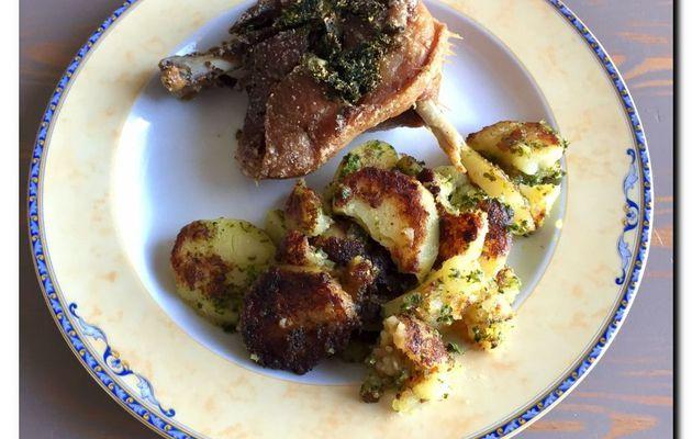 Cuisse de canard confite et pommes de terre Sarladaise (Recette rapide)