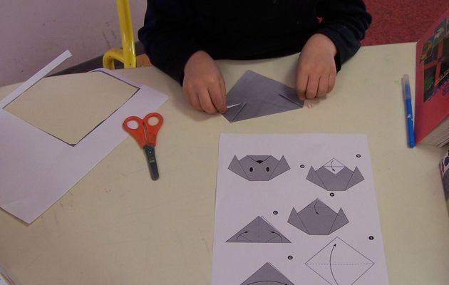 Jeu de Pliage 12, tête de chien en origami