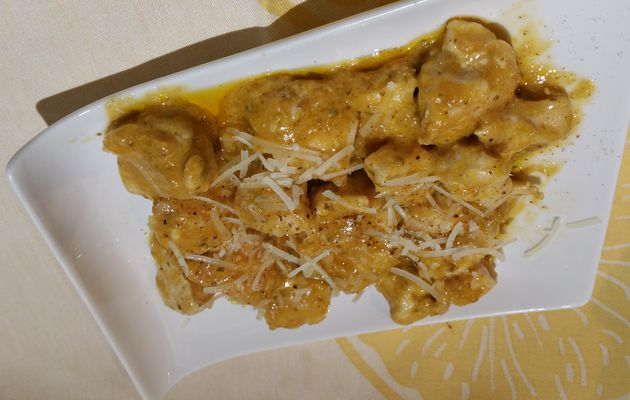 Poulet Korma à la noix de coco, aux oigons et à la coriande