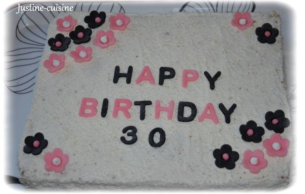 Gâteau d'anniversaire au chocolat noir et noix de coco