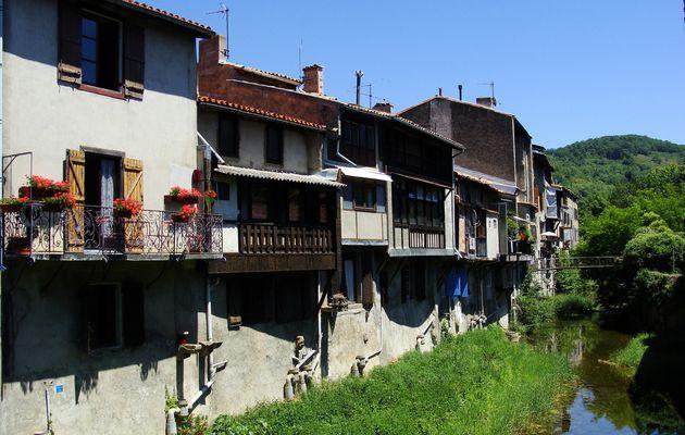 Chalabre: maisons du pont du Blau