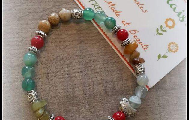 Un joli bracelet vert et rouge perles de Gemme .