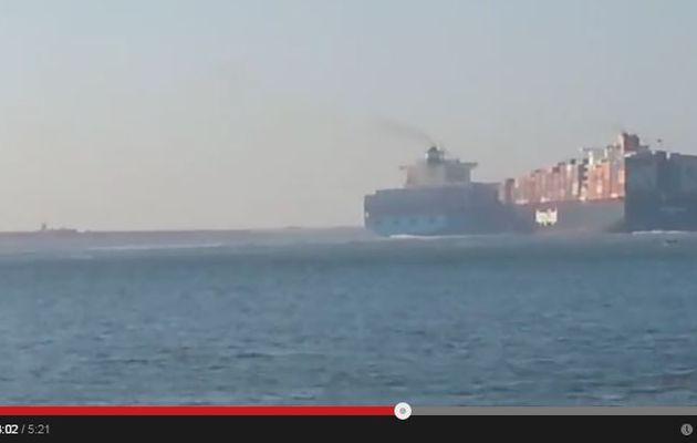 VIDEO - deux porte-conteneurs se sont percutés ce matin sur le Canal de Suez