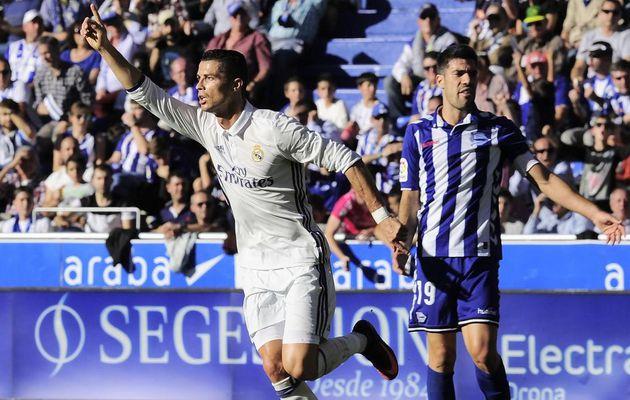 Un triplé de Ronaldo et une large victoire à Alavés