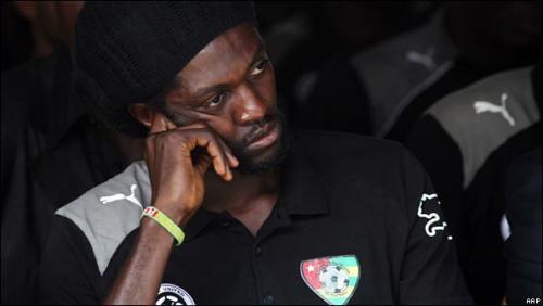Emmanuel Adebayor : voici enfin les révélations émouvantes du joueur sur sa famille. Son récit !