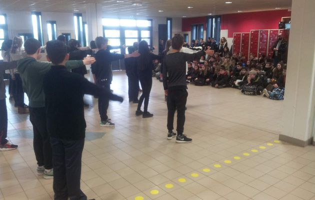 """FLASHMOB"" AU COLLEGE !"