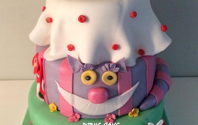 Gâteau Alice aux pays des merveilles 2