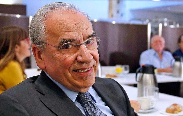 Alfonso Guerra cumple 72 años y lleva 35 cobrando un sueldo público. Ahora, 6.069 euros al mes