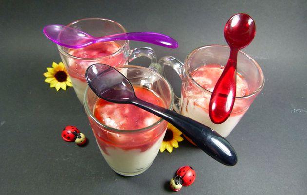 """La mousse """"vide frigo"""", fromage blanc, coulis de fraises....c'est bon !"""