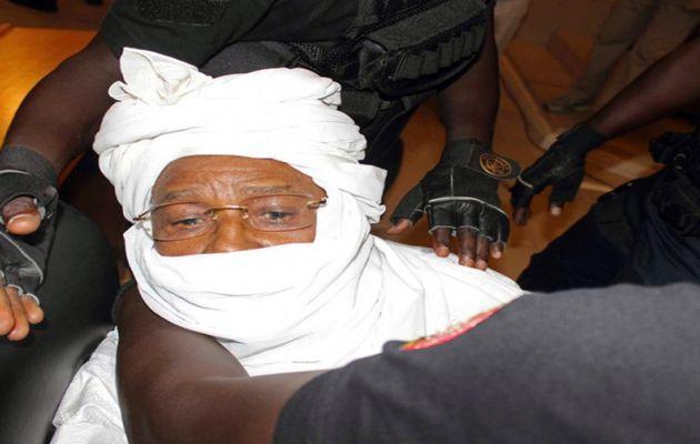 L'audience suspendue jusqu'à demain 9 heures, Habré sera conduit de force