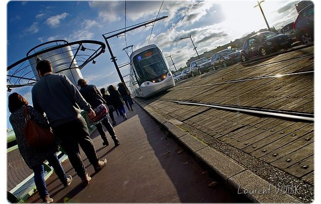 Rouen, le métro sur le pont Jeanne d'Arc