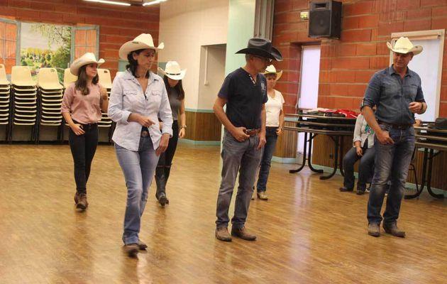 Danse Country à Beaumont-Pied-de-Boeuf