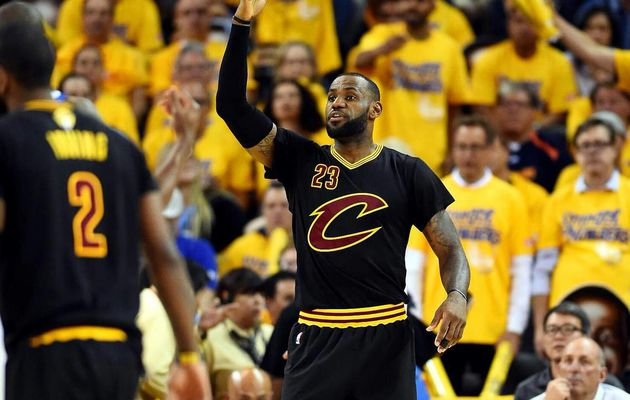 Kyrie Irving et LeBron James climatisent l'Oracle Arena