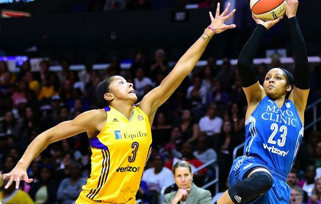 La stratosphérique Maya Moore (31 points, 9 rebonds, 5 passes et 3 interceptions) permet à Minnesota d'arracher un game 5 décisif