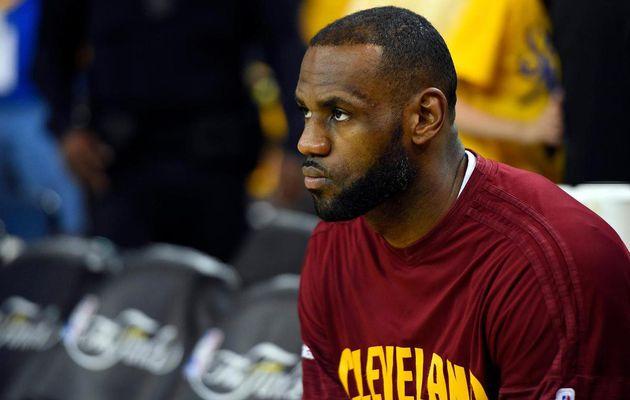 """LeBron James devancé au scoring par Kyrie Irving, une première dans la carrière du """"King"""""""