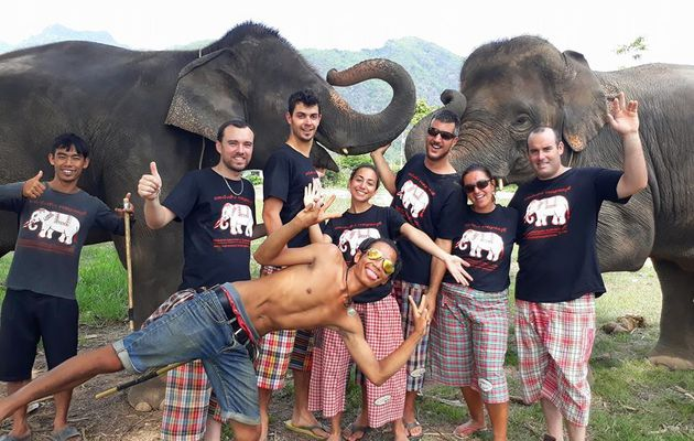PRENDRE SOIN DES ELEPHANTS a KANCHANABURI avec SAWADI SAIYOK Jungle Adventure.