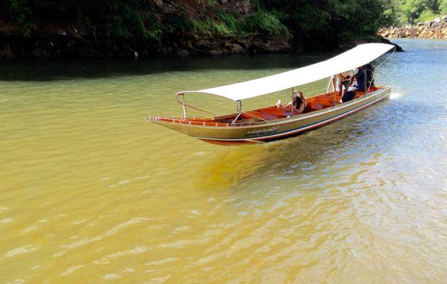 Baladez vous en LONGTAIL #BOAT sur la #riviere #kwaï. www.sawadi-saiyok.com #thailande #kanchanaburi