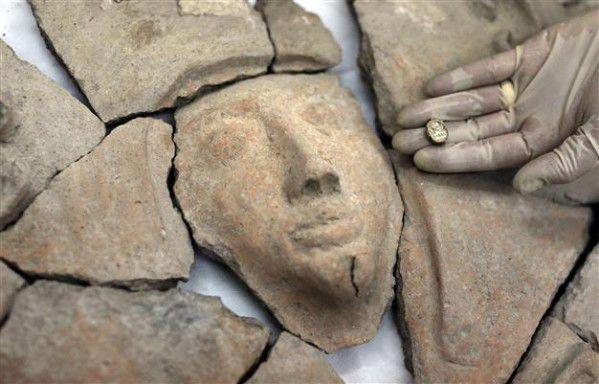 Rarissime ! Un sarcophage cananéen, de l'âge du bronze, en argile découvert au sud de la Galilée et en relation avec Séthy I, en Égypte antique !