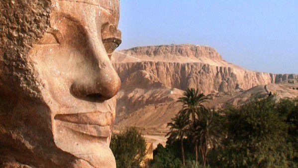 """Découverte de """"la"""" statue d'Iset, une des filles d'Amenhotep III et sœur d'Akhénaton... En Égypte antique !"""