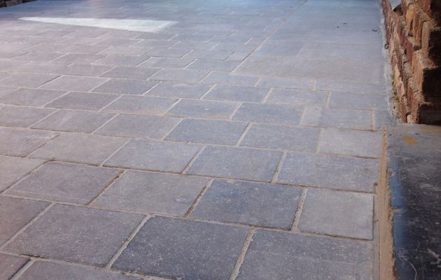 Taille de pierre 62 taille de pierre 62 t l 03 21 95 for Carrelage en pierre bleue belge