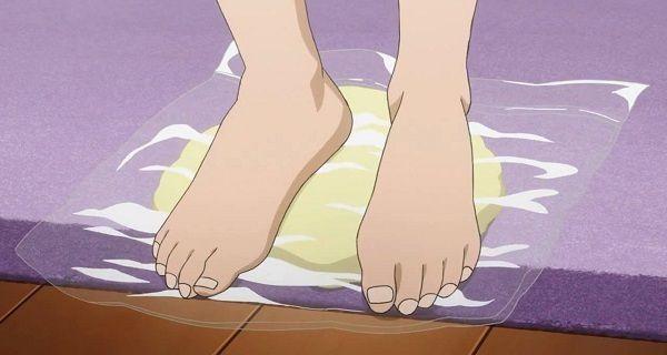 Recette Incroyable: Mon voisin est 57 ans, elle utilise ce remède et ses pieds sont semblables à ceux d'une jeune fille!
