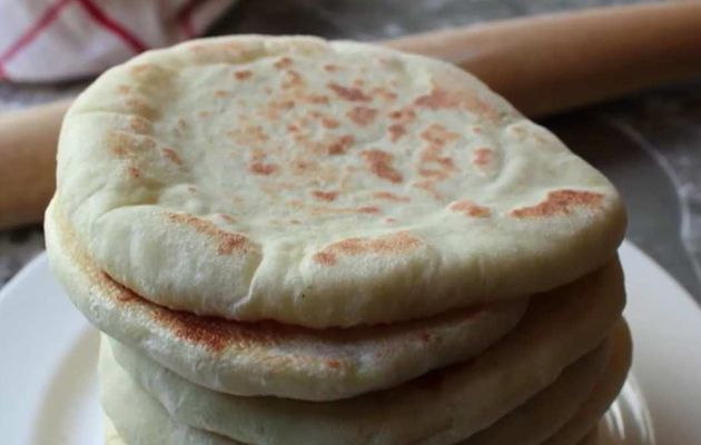 Apprenez à faire authentique pain pita maison pour remplir ce que vous aimez