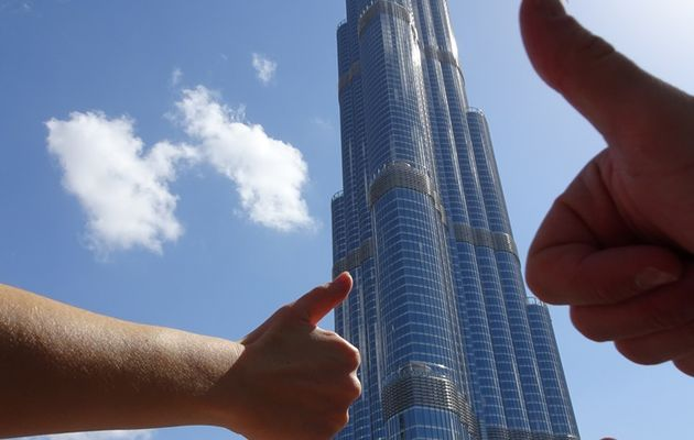 A Dubaï, devant la tour Burj Khalifa