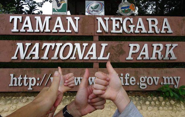 Devant l'entrée de Taman Negara...