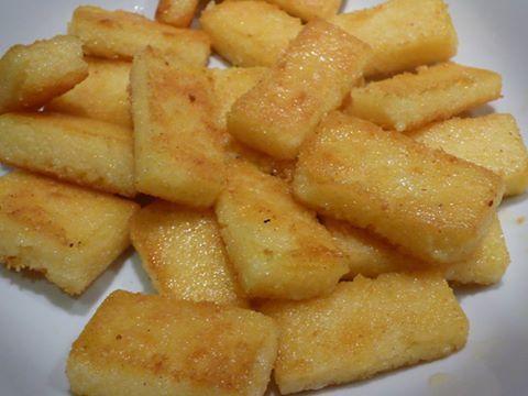 Rectangles de polenta poêlée.