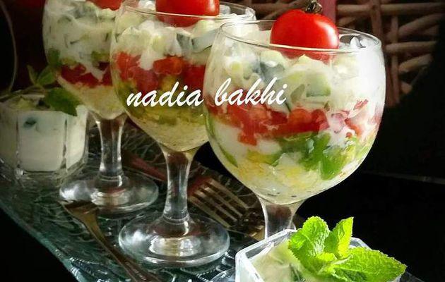 Verrines de concombre au yaourt , tomate, avocat et oeufs durs