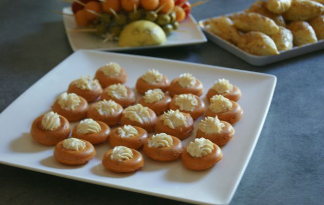 Mini savarin à la tomate topping au chèvre