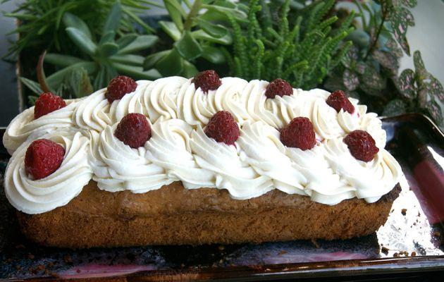 Poke cake framboises, chantilly au thé fruits rouges