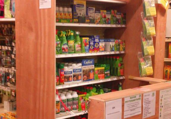 Bientôt, les pesticides chimiques ne seront plus en vente libre aux jardiniers amateurs.